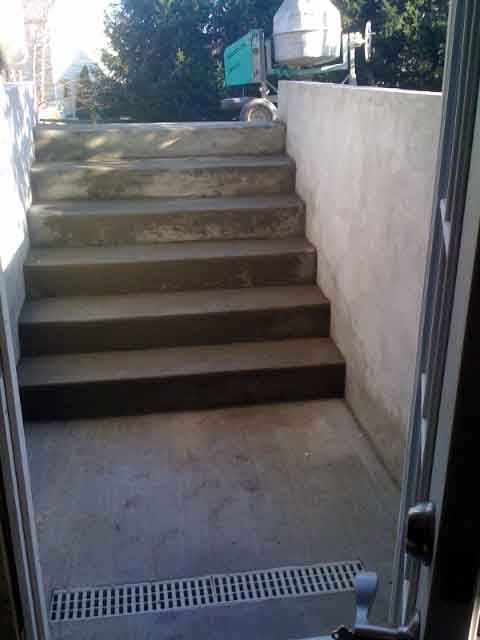 The cement stairs of finishing custom permentry egress
